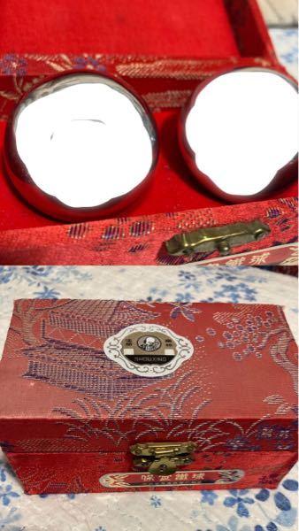 これはなんですか? いくらですか?売れますかね? 中国語と思われる文字で何か書いてありますが読めず調べることもできないのでどなたかわかる方よろしくお願いいたします! 中には銀の玉が入っていて、...