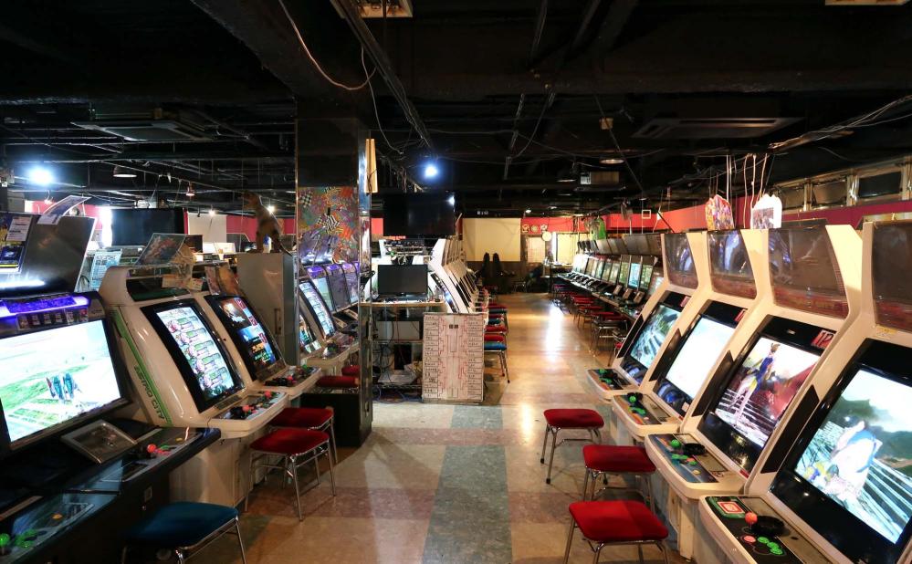 大喜利 ゲームセンターでやってはいけない三大マナー違反 画面を叩く、並んで待ってる人がいるのに連コイン あと一つは?