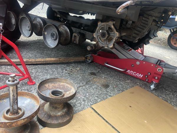 コンバインのクローラー駆動用スプロケットの取り外しは、プーリー抜きを使うのが一番ですか?