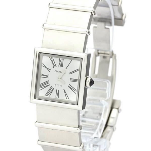 腕時計にお詳しい方教えてください。 CHANELのH0827マドモアゼルというブレスレットタイプの腕時計なんですが、市販のベルトに交換したいのですが時計店などに持ち込んで交換可能なタイプでしょうか? ブレスレットから交換した方、わかる方教えてください。 CHANELに問い合せたのですが的を得た回答を頂けなかったのでわかる方教えてください。