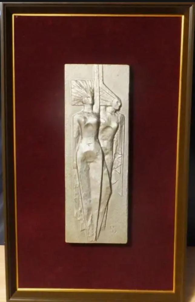 画像の彫刻の作者や題名 分かりますか?