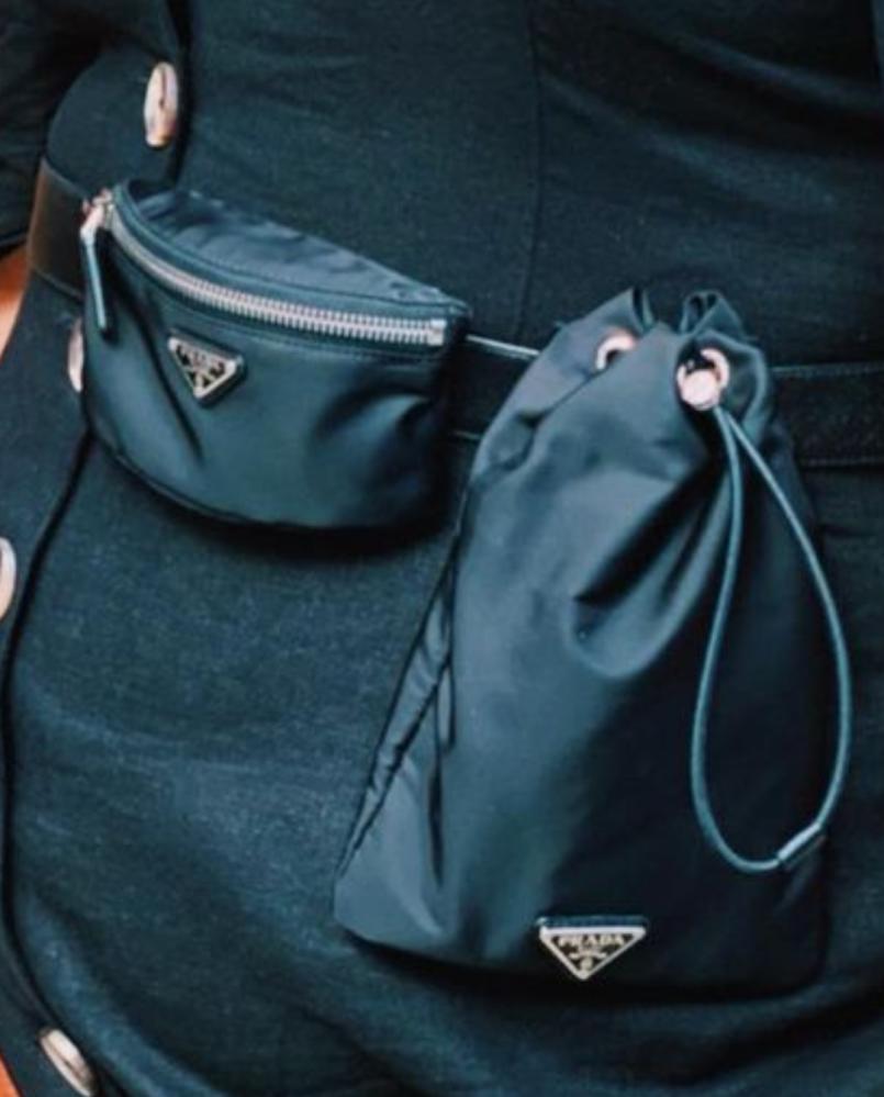 渡辺直美さんがウエストバッグとして使っているプラダの商品は何でしょうか? ミニポーチと巾着がベルトと一体化しているように見えるのですが、探しても見つかりませんでした。 どなたかわかる方教えてください。