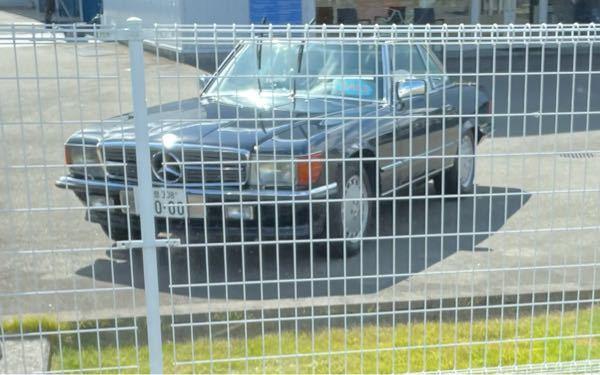 この車はメルセデス・ベンツのなんという車ですか?