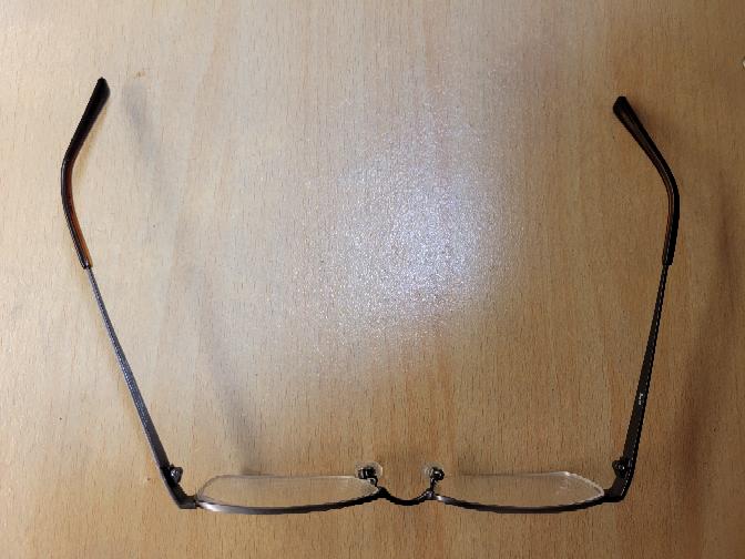 最近、zoffで購入したメガネのフレームが曲がり ずり落ちるようになりました。 買ったお店に持っていけば無料で調整して貰えますか?
