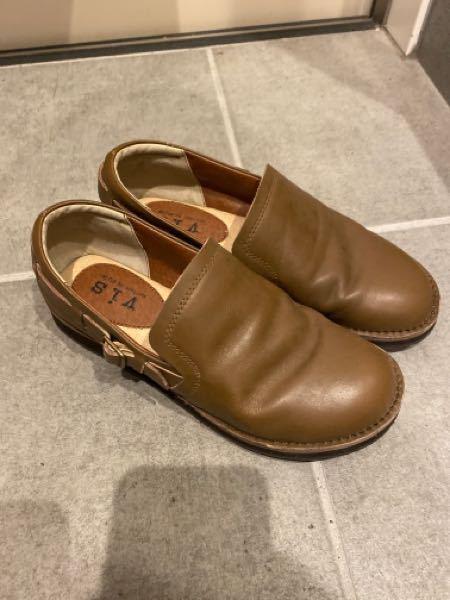 この靴の名前を教えてください!ヒールはありません。 コーディネートに迷っていて、ネットで検索したいです。