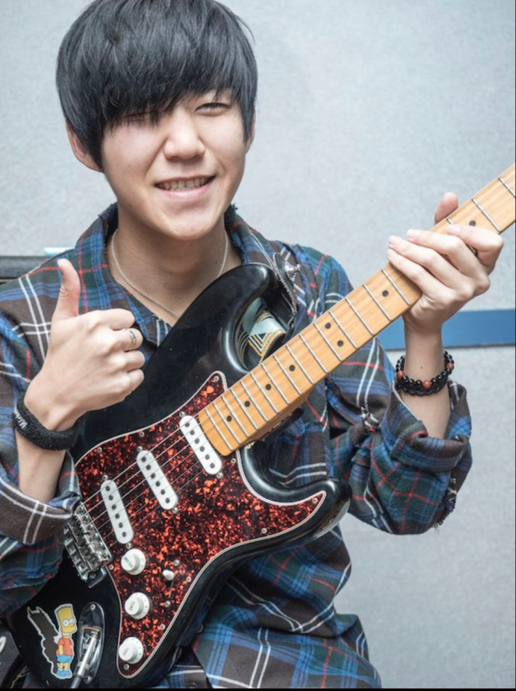 Mrs. GREEN APPLEの若井滉斗さんが使ってる写真のギターと同じもしくは似ているものでいいのでレフティのギターってどこに売ってますか?