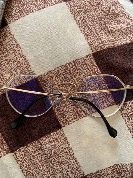 メガネについて質問です。 このメガネのズレの治し方わかる方いませんか。 店に出したんですけど治らなかったです
