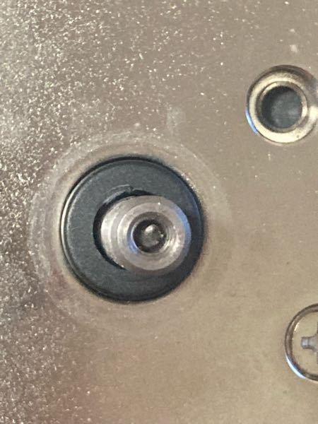 スロットのホッパーを修理していた所ネジが中で折れてしまったのですがこのネジを取る方法はありますか?