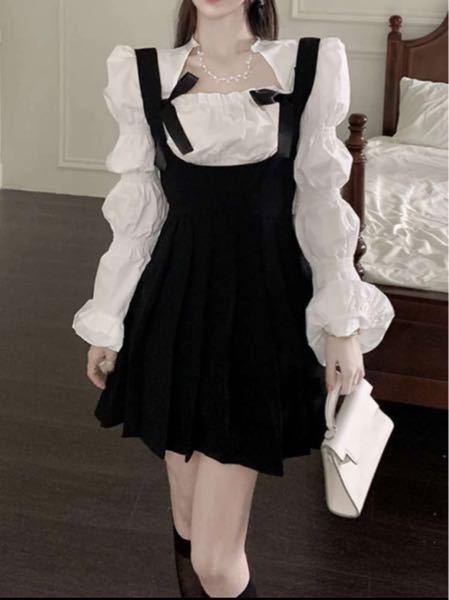 【至急】スナック(キャバ寄り)で画像のようなドレスはありでしょうか?