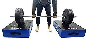 床引きデッドリフト+昇降台の組み合わせについて ジムで床引きデッドリフトが禁止で、やる場合には 厚さ30センチのマットを敷かないといけない(写真参照)というルールがあります。 この場合、踏み台昇降運動で使うような昇降台で自分の位置を高さを高くしてあげれば、床引きデッドリフトに近いトレーニングをすることはできますか?