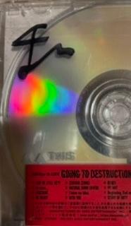 BiSHのCD破壊盤のサインなのですが、誰のか分かる方いたら教えてください、お願いします