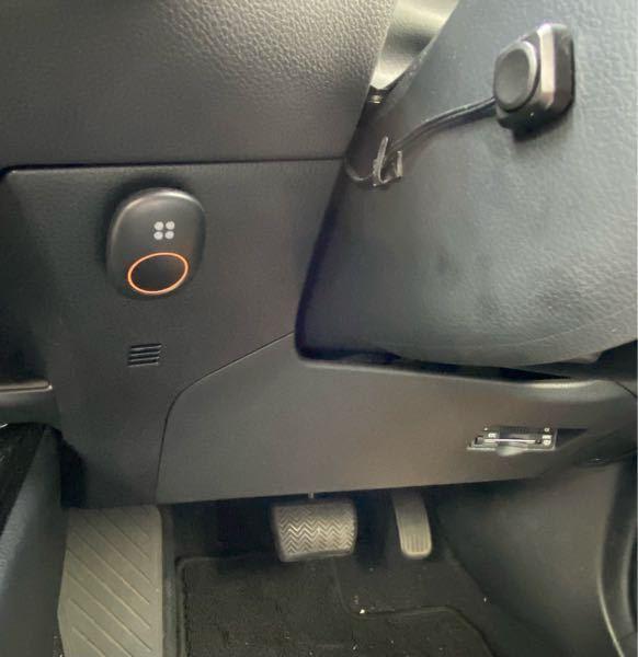 トヨタのCHRについて 中古で購入したのですが、ハンドル横にあるこの2つのボタンは何なのでしょうか。