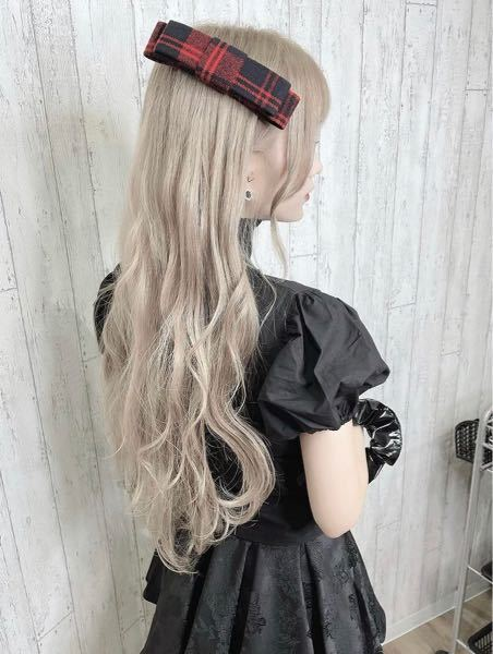 染髪について知識がないので詳しい方教えてください。 今の髪のトーンは10番くらいなのですが画像のような髪色にするには何回ブリーチが必要ですか?