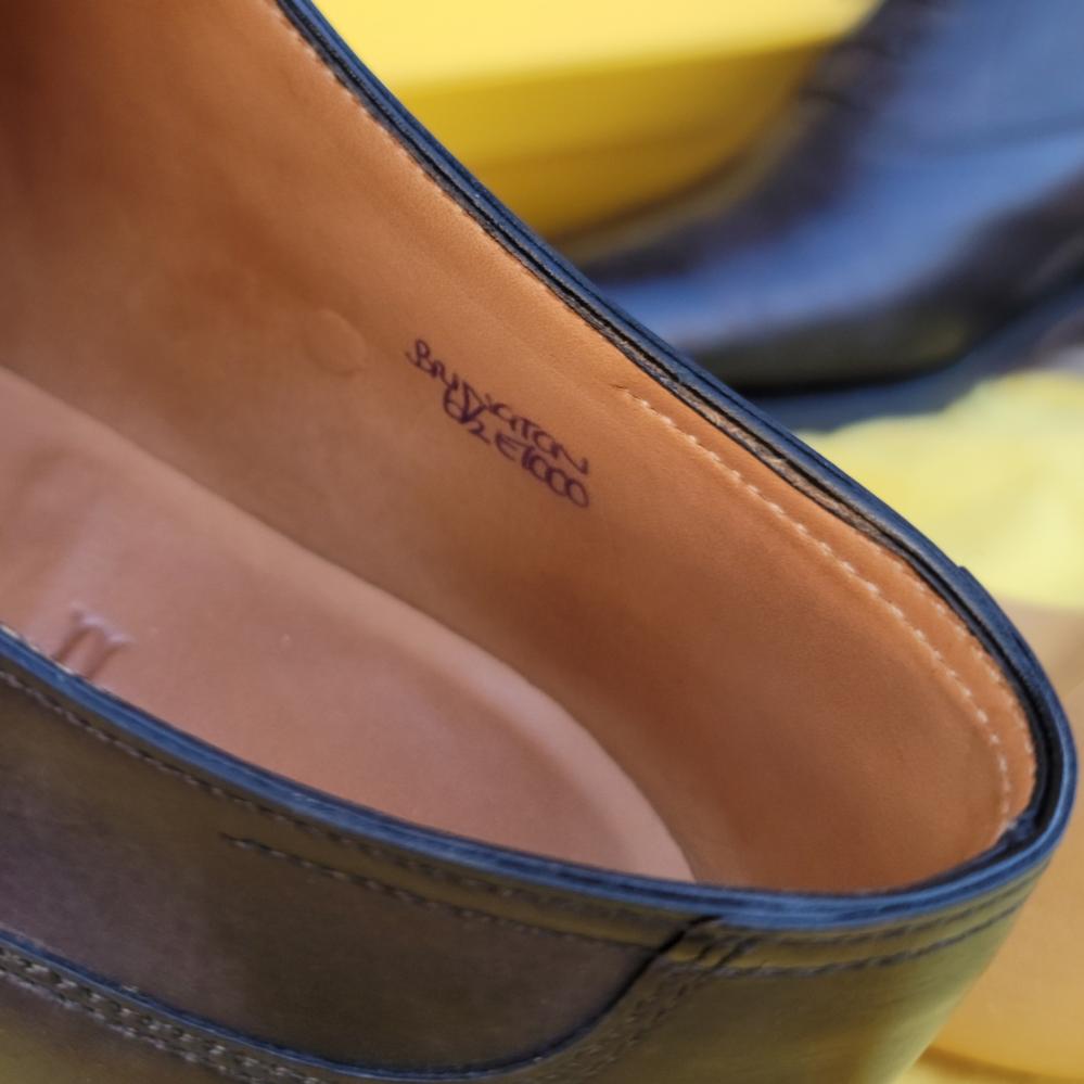 JOHN LOBBの靴を中古で購入したのですが、モデル名を読むことができません。ネットで検索してもヒットしないので困ってます。わかる方教えて下さい。