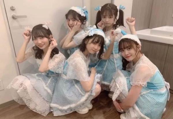 このアイドルグループの名前と、 「世界は笑顔で溢れてる 君の待つ場所まで」が(多分)サビの曲を教えてほしいです!