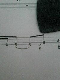 写真はベースのTABなんですが、4弦の6フレから3弦の8フレのスライドは4弦の6フレを弾いた後に3弦の8フレ方向にスライドさせて3弦の8を弾かずに押さえるだけでいいんですか?
