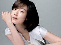 韓国の女優さんのイム・スジョンさんがSK-2の日本のCMに出演しています。 すっぴんでの出演が話題となっていますが、とにかく肌が綺麗ですね。  彼女以外にも日本の化粧品のCMに出演してもおかしくない、もしく...
