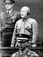 極東国際軍事裁判(戦勝国の復讐儀式) 極東国際軍事裁判(戦勝国の復讐儀式)  極東国際軍事裁判で裁かれ、戦争犯罪人とされた東條英機元首相をはじめ28名は、当時の日本が、経済制裁を受けており、国家の存亡に立たされやむ負えず開戦したのにもかかわらず、なぜか後からできた法律(事後法)によって一方的に有罪判決を受けています。これはおかしいことですよね?日本は、アジアの解放のために戦ったんです。(...