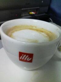 なぜイリーのコーヒー豆を使ったコーヒーショップが増えないのですか?? イリーというイタリアの老舗ロースターは世界的に有名なはずなんですが、どうしてこの国では  イリーのコーヒー豆を使ってチンバリーや...