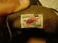 レッドウィング8179の羽タグについての質問です。詳しい方よろしくお願いします。 画像を添付します。ベロ裏は茶色です。現行は黒なので偽者か不安。 べろには96の刻印ありです。