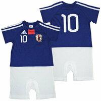 日本代表 ベビージャージTシャツ サッカー日本代表 ベビー用ユニフォームについて   6月号のこっこクラブ、ベビモの表紙のモデルさんが着てる、サッカー日本代表 ベビージャージTシャツ または ロンパースを探しています。   インターネットではどこも在庫がないようですが、まだ売っている店は知りませんか?  普通のお店でも売っている店はありますか?(福岡です) スポーツショップに...