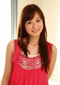皆藤愛子さんの髪色について・・・ この画像の皆藤さんの髪の色は何色というのでしょうか?  また、私の髪色は現在黒色なのですが、 この色に染める場合1度ブリーチをしないと上手く色が入らないでしょうか?...