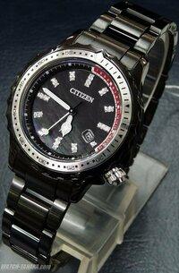 女性物なのですが高校生の男が この時計をつけたらおかしいですか? CITIZENのXCの80周年記念モデルです 回答よろしくお願いします http://citizen.jp/xc/pop/389181.html http://citizen.jp/xc/lineup/80th/389181.html