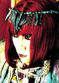 X JAPANのHIDEちゃんは本当は女の子になりたかったのでしょうか??