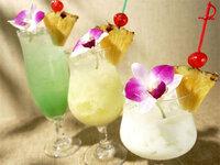グアムではビーチでの飲酒が禁じられていると聞きました。プールサイドなら飲酒OKですか?画像の様なトロピカルドリンクが飲んでみたいです(^^*)泊まるホテルはハイアットが候補に上がってます。 ハイアットに宿泊、ト...