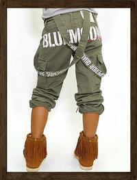 パンツ・ズボンについて ******************************** この人が履いているようなひもが垂れているズボンのことをなんというのですか ?