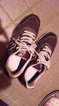 紺のセーラー服に、この靴は合いますか?  またキャメル色の合皮リュックも合いますかね? 靴下は紺か黒どっちの方がいいですか?  質問ばかりですいません(>_<)