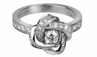 婚約指輪 ブシュロン アバ ピヴォワンヌ(Boucheron AVA Pivoine) 婚約指輪を探しています。 気に入ったのが ブシュロン アバ ピヴォワンヌ(Boucheron AVA Pivoine)です。  0.2カラットのダイヤを中心に,細...