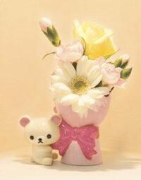 花屋への花瓶の持ち込みについて。 プレゼント用に、市販の花瓶(画像の物)を花屋へ持ち込み、花を生けてラッピングしてもらう事は可能でしょうか? また、可能な場合フラワーアレンジメント料金はどのくらい掛...