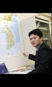 この人は、オッパなんでしょうか?それとも、アジョシなんでしょうか?  あたしが受講していた講義を担当していた韓国語ペラペラな日本人の准教 授なんですが「オッパ」とメールで書いたら「たぶんもうアジョシで...