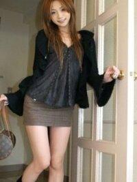女装が趣味です。  お姉ちゃんの服を借りました。  コーデのファッションチェックお願いします。  やっぱり体太いですか?