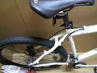 ルイガノ xcキャスパープロ この画像の自転車の年式がわかりません。 どなたか写真で判断できる方よろしくお願いします。