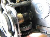 Olympus Pen Fの修理。写真中央、スローガバナー裏のコイルバネを誤って緩めてしまったのですが、巻きなおし方、大体の巻き直し回転数をご教示下さい。