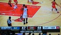 "NBA TV中継スコアボードに表示されている""黄色のバー""と""BONUS""は何を意味しているか? ・ New York Nicks戦のTV中継をNHK BS(実際はESPN経由)で見ていました。  試合中 画面下部に表示されるスコアボードに、添付写真に見られるような記号・文字が出ます。 (1)両チーム名の下に""黄色のバー""が表示される。このバーは試合進行とともに数が変わる。..."