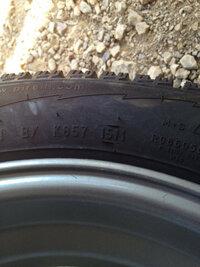 タイヤの年式の見方を教えて下さい。 ピレリ PIRELLIのタイヤなのですが、画像の1511は15週目2011年って事なんですか? 間違っているなら、見方を教えてください。