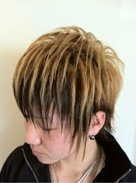 ヘアカラースプレーで1日だけ髪を金髪にしたいんですが、黒髪にヘアカラースプレーは目立たないと聞いたのですが本当ですか? また、髪全部をスプレーで金髪にしたいんですが、変に見えますかね?  写真の感じ...