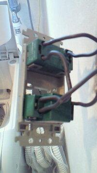 浴室の換気扇タイマー(WN5291K)が壊れたためWN5294に取り替える際の配線についてご教授ください 現状、照明スイッチWTS2052とWN5291Kを利用していますが、WN5291Kが壊れてしまい、WN5294に取り替えたいと試みましたが、配線がうまくいかず、使えない状況です。 現状はWTS2052に3箇所、WN5291Kにも3箇所配線されていますが、他の質問者にもあるとおり、WN5...