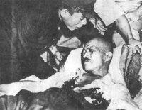 東条英機首相は日本国民を大東亜戦争に駆り立て殺め激しく劣化させ巣鴨拘置所でのんびり暮らし最後は自ら激しく劣化しましたが、反省謝罪もなしに日本国民の苦しみまさにやられ損、万策尽きましたか?