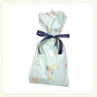 今度女の子に自分でラッピングしてプレゼントしたいんですが この包みかたで飴袋5袋くらいと手袋をいれたいんですがラッピング用品を100均で揃えれますか?可愛い布等の袋にいれて紙袋を同じ形で覆うようにしようと思いますが工夫したいれ方あれば教えて下さい!