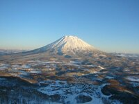 なぜ北海道のニセコやルスツなどの雪質が世界最高などと呼ばれるのでしょうか。他にもっと雪質がいいスキー場はないものでしょうか。