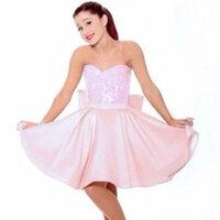 Ariana Grandeの着ているこんなかんじの服ってどこかに売ってませんか :)