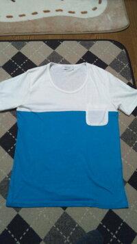 このバイカラーのTシャツに合う アウター、ボトムズはなんでしょうか  上をこれ一枚で着る勇気がありません  なお実物は CHOKiCHOKi6月号掲載【BROWNY】バイカラーポケット半袖Tシャツ です 青が少し違い...