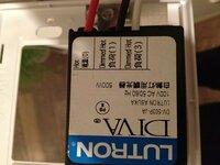 調光機能付きスイッチを普通のスイッチに変えたいです。どう配線すればいいですか?(工作で使用します) LUTRON DV-503P-JA http://www.lighting-depot.jp/?cn=100026&shc=100458  を  普通のスイッチに交換します http://www2.panasonic.biz/es/densetsu/haisen/switc...