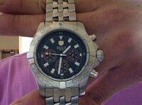 腕時計の方位計 ベゼルや文字盤の縁に配置されてる方位計?って、どうやって使うの? ただのデザイン?  高級時計にも付いてるモデルはあるから、ちゃんと使い方があるのかな。。
