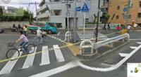 交差点で左折用の道路がありますが、 あれは前の信号が赤でも左折できるのでしょうか? (写真は田無駅付近の交差点です)
