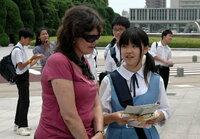 中学の娘持ちの親御さんと広島県の三原近辺に住んでいる人への質問です。 現在中学2年の娘は広大付属三原という中学に通っているのですが、娘は写真にある水色のスカジャン制服が着たくて受験を見事突破し、この中学に在籍しています。(画像はネット上にあったもので娘の写真ではありません) 1年のころはこの水色のスカジャン制服が気に入っていて休日にも着ていたほどでした。 夏服許可になった日から着始めて、...